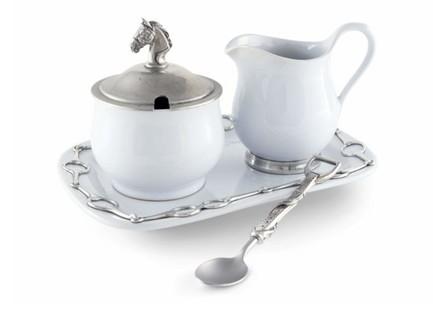 Набор из сахарницы и молочника на подносе