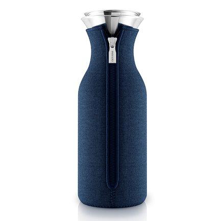 Eva Solo Графин Fridge в неопреновом чехле (1л) темно-синий, 14.5x11x32.5см 567976 Eva Solo eva solo графин fridge в неопреновом чехле