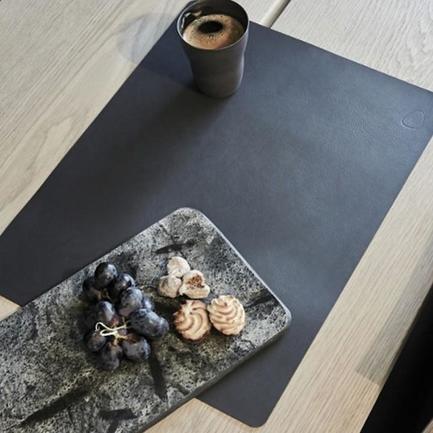 Подстановочная салфетка прямоугольная, 35x45 см, черная/коричневая 982200 Lind Dna