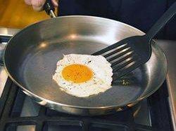 Как выбрать универсальную сковороду для жарки
