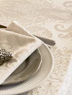 Garnier-Thiebaut Скатерть овальная Isaphire Parchemin, 175х310 см