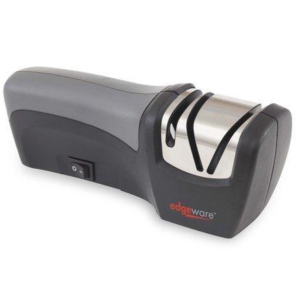 Точилка для ножей электрическая, компактнаяМусаты, Устройства для заточки<br>Компактная электрическая точилка для ножей с функцией электрической и ручной заточки в одном эргономичном устройстве. Электрическая функция позволяет затачивать ножи, автоматически подбирая угол заточки. В слоте для ручной заточки можно вручную подтачивать лезвие.<br><br>Серия: Edgeware