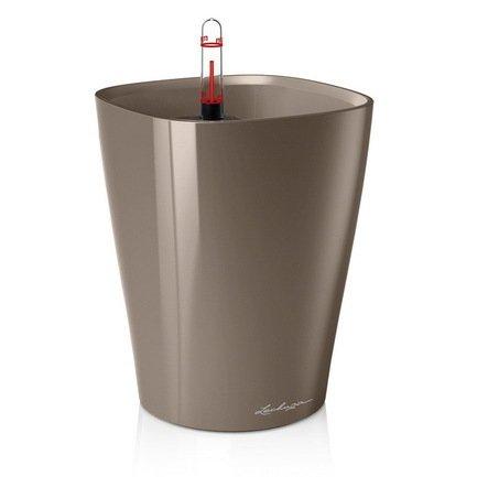 Кашпо 14/18 Дельтини, серо-коричневое, с системой поливаКашпо<br>Кашпо размером 14х14х18 см предназначено для посадки низкорослых растений с высотой побегов до 30 см. Кашпо укомплектовано съемным горшком с объемом посадочной площади – 1.2 литра. Вместимость резервуара для воды съемного лотка – около 0.5 литра. Запатентованная система автополива обеспечивает растения питательными веществами и влагой, которые необходимы для их оптимального роста в течение 12 недель. Контролировать уровень воды удобно благодаря специальному индикатору. Съемный горшок легко вынимать и заменить на месте, а также транспортировать и экономно хранить.<br><br>Серия: Premium Deltini
