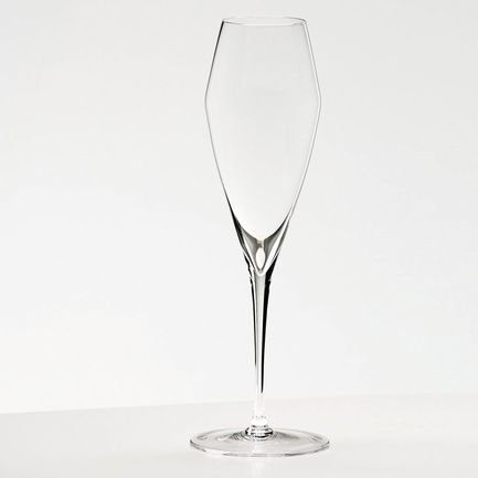 Набор бокалов для шампанского Champagne Glass (320 мл), 2 шт.Бокалы для шампанского<br>Объем бокала 320 мл, высота 26 см. Высокий бокал тюльпанообразной и вытянутой формы помогает шампанскому проявить свой утонченный аромат. Благодаря сужающейся кверху чаше именно в таком бокале концентрируется уникальная смесь ароматов этого вина. Пузырьки приятно подчеркивается мягкую структуру шампанского.<br><br>Серия: Vitis