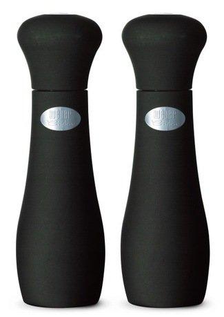 Набор мельниц для соли и перца, черныеКухонные принадлежности для гриля<br>Удобный, стильный и практичный набор из двух мельниц для соли и перца. Мельницы привлекают внимание своим лаконичным дизайном. С качественной дробильной установкой CrushGrind вы легко получите соль и перец нужного помола. Эти мельницы не выскальзывают из рук благодаря специальному покрытию Softcoat, которое, к тому же, отталкивает грязь.<br>