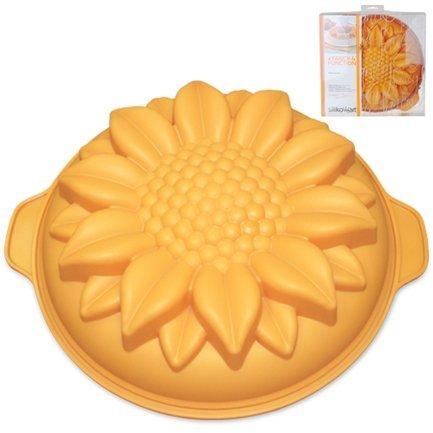 Форма Подсолнух, 26см, оранжевый, в подарочной упаковкеСиликоновые формы<br>Высота: 7 см, Объем: 2.25 л. Силиконовая форма отлично подходит для приготовления разнообразной выпечки и десертов. Готовые сладости вынимаются из гибкой и прочной формы очень легко, а во время приготовления не пригорают. Емкость может использоваться для традиционного приготовления выпечки в духовке и в микроволновой печи с фиксирующим кольцом, для охлаждения и замораживания десертов в холодильнике и морозильной камере.<br><br>Серия: Fancy&amp;amp;Function