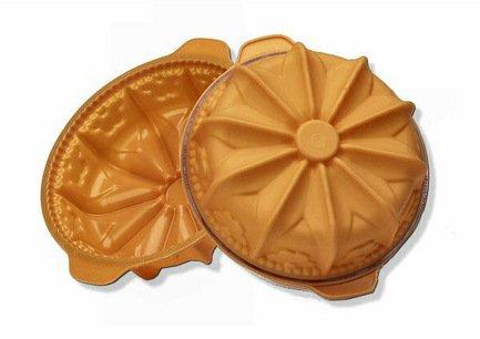 Форма Цветок, 22 см, оранжевая, в подарочной упаковкеСиликоновые формы<br>Высота: 8 см, Объем: 2.0 л. Силиконовая форма отлично подходит для приготовления разнообразной выпечки и десертов. Готовые сладости вынимаются из гибкой и прочной формы очень легко, а во время приготовления не пригорают. Емкость может использоваться для традиционного приготовления выпечки в духовке и в микроволновой печи с фиксирующим кольцом, для охлаждения и замораживания десертов в холодильнике и морозильной камере.<br><br>Серия: Fancy&amp;amp;Function