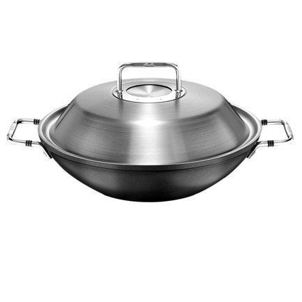 Вок Luno, 31 смВоки (Азиатские сковороды)<br>Вок с двумя удобными ручками и высокой крышкой идеален для приготовления овощей, мяса или рыбы, особенно по азиатским рецептам. Специальная форма сковороды и антипригарное покрытие готовить блюда значительно быстрее и с меньшим количеством масла. Под плотно закрытой крышкой продукты будут отлично готовиться на медленном огне, не накрывая вок крышкой, вы сможете очень быстро обжарить мясо, рыбу и овощи и получить хрустящие и ароматные кусочки.<br><br>Серия: Luno (Черная Серия)