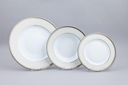 Набор тарелок Серебряная Лира на 6 персон, 18 пр.Тарелки и Блюдца<br>Набор элегантных тарелок из 18 предметов на 6 персон. Идеален для торжественной сервировки стола. Каждая тарелка в наборе выполнена с прекрасным вкусом и изяществом. Тонкое исполнение подчеркивает удивительную природную красоту фарфора.<br><br>Серия: Серебряная Лира<br>Состав: Тарелка подстановочная - 6 шт.,  Тарелка суповая - 6 шт., Тарелка закусочная - 6 шт.
