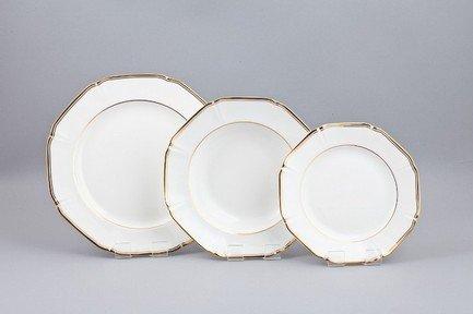 Набор тарелок Классик на 6 персон, 18 пр.Тарелки и Блюдца<br>Набор элегантных тарелок из 18 предметов на 6 персон. Идеален для торжественной сервировки стола. Каждая тарелка в наборе выполнена с прекрасным вкусом и изяществом. Тонкое исполнение подчеркивает удивительную природную красоту фарфора.<br><br>Серия: Классик<br>Состав: Тарелка подстановочная - 6 шт.,  Тарелка суповая - 6 шт., Тарелка закусочная - 6 шт.