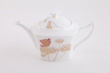 Чайник Цветные бабочкиЗаварочные чайники и Кофейники<br>Изящный заварочный чайник станет настоящим украшением вашего стола. Элегантное оформление и эффектное цветовое решение подчеркивают природную красоту фарфора.<br><br>Серия: Цветные бабочки