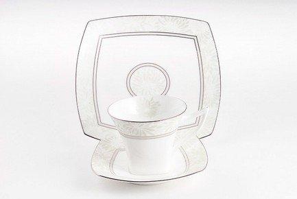Набор подарочный Ромашки, 3 пр.Чашки и Кружки<br>Изящная чайная пара и элегантная закусочная тарелка из тончайшего костяного фарфора станут великолепным подарком другу или коллеге. Стильный дизайн и элегантное оформление этой прекрасной посуды подчеркивают великолепие белоснежного фарфора. Этот эффектный сюрприз в красивой подарочной упаковке обязательно понравится всем ценителям прекрасного.<br><br>Серия: Ромашки<br>Состав: Чашка чайная, Блюдце чайное, Тарелка подстановочная