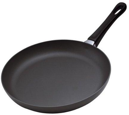 Сковорода, 24 смПосуда<br>Компактная сковорода идеально подойдет для приготовления небольших объемов пищи или пассировки овощей. Приготовление не займет много времени, а благодаря антипригарному покрытию ваши блюда не подгорят.<br><br>Серия: Scanpan Classic