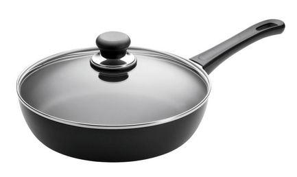 Сковорода, 26 смСковороды<br>В этой глубокой сковороде вы без труда сможете приготовить мясные, рыбные или овощные блюда. Приготовление пищи не займет много времени, а блюдо получится вкусным и красивым, так как качественное антипригарное покрытие сковороды не даст продуктам подгореть.<br><br>Серия: Scanpan Classic