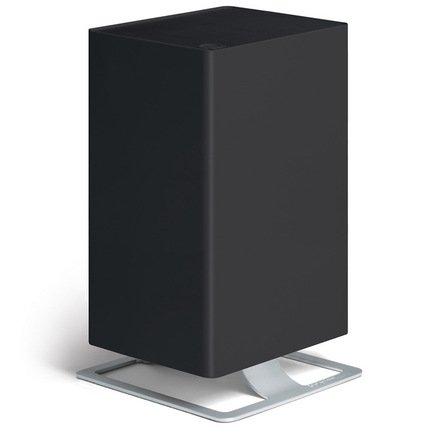 Воздухоочиститель Viktor, черныйУвлажнители и Очистители воздуха<br>Очиститель воздуха Viktor - хороший выбор для тех, кто хочет дышать свежим и чистым воздухом. Этот прибор способен очистить помещение от пыльцы, спор плесени и бактерий более чем на 95%. Глубокую очистку обеспечивает многоступенчатая система фильтрации HPP Filter System™ и наличие 2 фильтров: предварительного и угольного. Очиститель может работать в 5 режимах скоростей, а также предусмотрен ночной режим, в котором он работает абсолютно бесшумно. В специальный отсек можно помещать аромо-масла, которые распространят по комнате ваш любимый аромат. За эффективную работу очиститель Viktor был награжден знаком качества ECARF. Этот прибор выполнен в лаконичном ненавязчивом стиле и будет гармонично смотреться в домашней обстановке.     Характеристики:   Высота: 45.1 см  Ширина: 19.6 см  Глубина: 24.6 см  Мощность: 34 Вт  Воздухообмен: 170 м/час  Площадь помещения: до 50 м  Степень очистки: 99.99%<br>