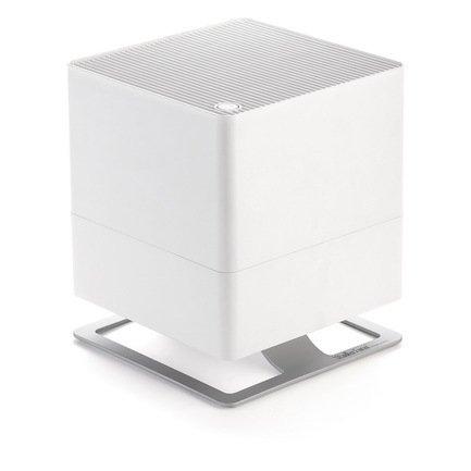 Увлажнитель традиционный Oskar (3.5 л), белыйУвлажнители и Очистители воздуха<br>В модели Oskar простой и лаконичный дизайн удачно сочетается с функциональностью и удобством. Этот компактный увлажнитель воздуха быстро повысит уровень влажности в помещении и хорошо впишется в любой стиль интерьера. Благодаря наличию фильтра с ионами серебра Silver Cube ™ прибор не только эффективно увлажняет воздух, но и очищает его от загрязнения. Увлажнитель может работать в нескольких режимах скоростей, а также предусмотрен ночной режим, в котором он работает практически бесшумно. В специальный отсек можно помещать аромо-масла, которые распространят по комнате ваш любимый аромат. Увлажнитель оснащен функцией автоотключения через 2, 4, 8 часов работы.     Характеристики:   Высота: 29 см  Ширина: 24.3 см  Глубина: 24.3 см  Мощность: 18 Вт  Емкость резервуара: 3.5 л  Увлажнение: 300 мл/час<br>