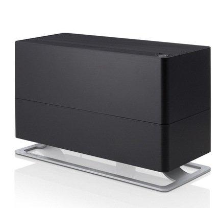 Увлажнитель традиционный Oskar Big (6 л), черныйУвлажнители и Очистители воздуха<br>В модели Oskar простой и лаконичный дизайн удачно сочетается с функциональностью и удобством. Этот увлажнитель воздуха быстро повысит уровень влажности в помещении и хорошо впишется в любой стиль интерьера. Благодаря наличию фильтра с ионами серебра Silver Cube ™ прибор не только эффективно увлажняет воздух, но и очищает его от загрязнения. Увлажнитель может работать в 4 режимах скоростей. Здесь также предусмотрен ночной режим, в котором увлажнитель работает абсолютно бесшумно. В специальный отсек можно помещать аромо-масла, которые распространят по комнате ваш любимый аромат. Увлажнитель оснащен функцией автоотключения через 2, 4 и 8 часов работы и датчиком уровня воды, облегчающим управление прибором. Есть возможность долива воды и датчик, который сигнализирует о необходимости замены фильтров. Прибор поможет точно определить уровень влажности в помещении благодаря наличию гигростата.      Характеристики:   Высота: 29 см  Ширина: 20 см  Глубина: 47 см  Мощность: от 8 до 32 Вт  Емкость резервуара: 6 л  Увлажнение: 500 мл/час  Площадь помещения: до 65 м<br>