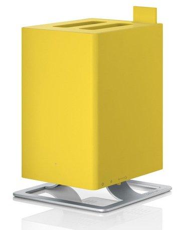 Увлажнитель воздуха ультразвуковой Anton Honeycomb (2.5 л), желтыйУвлажнители и Очистители воздуха<br>Простой в обращении, тихий ультразвуковой увлажнитель воздуха Anton очень удобен для использования в небольших комнатах и офисах. Модель приятна отсутствием лишних деталей и подойдет любителям строгого и лаконичного дизайна. Для эффективной работы увлажнителя лучше использовать фильтрованную или дистиллированную воду. Благодаря наличию фильтра с ионами серебра Silver Cube прибор не только эффективно увлажняет воздух, но и очищает его от загрязнения. Световая индикация показывает уровень воды в резервуаре, поэтому работу прибора легко контролировать. Увлажнитель укомплектован специальным фильтром против накипи воды Anticalc, который предотвращает образование известкового и кальциевого налетов. В специальный отсек можно помещать аромо-масла, которые распространят по комнате ваш любимый аромат. Увлажнитель можно оставлять включенным даже на ночь благодаря специальному режиму, который отключает подсветку и снижает уровень шума.     Характеристики:   Высота: 28.6 см  Ширина: 18.4 см  Глубина: 18.4 см  Мощность: от 16 до 18 Вт  Емкость съемного резервуара: 2.5 л  Увлажнение: 120 мл/час  Напряжение: 100-240 V<br>