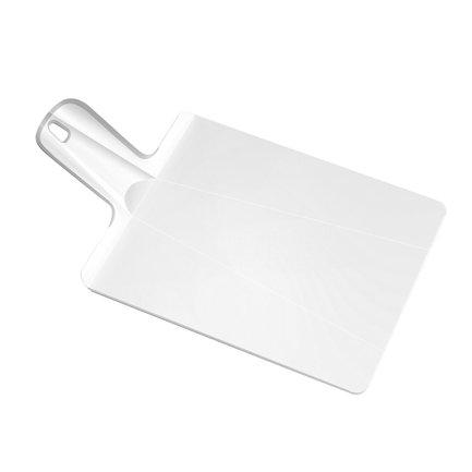 Разделочная доска «Нарежь и положи», 48x27 см, белаяРазделочные доски<br>Благодаря оригинальной конструкции на этой необычной разделочной доске - трансформере вы сможете не только нарезать любые продукты, но и аккуратно донести измельченную массу до кастрюли или салатника. Для этого нужно просто согнуть доску с краев. Она примет форму лопатки с высокими бортиками, и не один кусочек не упадет мимо посуды. Ее поверхность изготовлена из качественного пластика, о который не тупятся ножи. А ручка с отверстием для подвешивания прокрыта специальным материалом, поэтому доска хорошо лежит в руке и не выскальзывает из пальцев. Можно мыть в посудомоечной машине.<br>