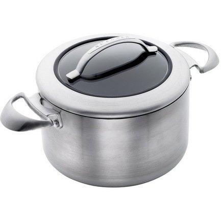 Кастрюля с крышкой (3.5 л)Кастрюли<br>Компактная кастрюля с качественным антипригарным покрытием позволяет готовить любые продукты с минимальным количеством масла. Она подходит для приготовления пищи на плите и в духовке, поэтому вы легко сможете приготовить суп или потушить мясо или овощи. Эргономичные стальные ручки практически не нагреваются. А удобная комбинированная крышка со стеклянным центром позволяет тщательно контролировать весь процесс приготовления блюда.<br><br>Серия: CTX