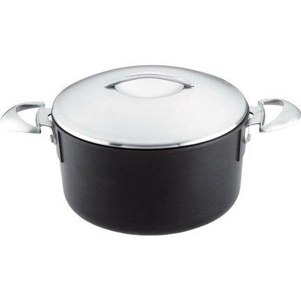 Кастрюля, 26 см (6 л)Кастрюли<br>Большая удобная кастрюля с плотной крышкой и эргономичными ручками из нержавеющей стали позволит приготовить обед на всю семью. В этой универсальной кастрюле можно варить первые и вторые блюда на плите или тушить в духовке, как например, жаркое или овощное рагу. Плотная крышка надежно сохраняет тепло внутри кастрюли, а также вкус и аромат приготовляемой пищи. Эргономичные ручки удобные и безопасные.<br><br>Серия: Scanpan Professional