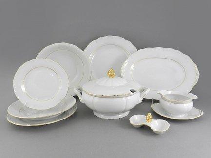 Сервиз столовый Верона с золотом, 25 пр.Столовые сервизы<br>Этот стильный и функциональный набор изящной фарфоровой посуды поможет создать эффектную сервировку и неповторимую атмосферу для обычного домашнего обеда и для торжественной трапезы. Набор рассчитан на 6 персон и состоит из удобных тарелок для первых, вторых и десертных блюд, вместительной супницы, большого круглого блюда для мяса и овального блюда для рыбы, салатников, миниатюрной менажницы и соусника с подставкой. Для салата в наборе предусмотрены два вместительных салатника для подачи общих салатов.<br><br>Серия: Верона с золотом<br>Состав: Супница (2.5 л) - 1 шт., Тарелка мелкая, 25 см - 6 шт., Тарелка глубокая, 22.5 см - 6 шт., Тарелка десертная, 19 см - 6 шт., Салатник, 25 см - 1 шт., Салатник, 23 см - 1 шт., Блюдо овальное, 35 см...
