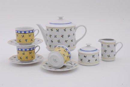 Сервиз чайный Сабина Лесные ягоды, 15 пр.Чайные сервизы<br>Этот изящный чайный сервиз поможет вам создать стильную и гармоничную сервировку стола для чаепития. Сервиз рассчитан на 6 персон. Из вместительного красивого чайника легко и удобно разливать вкусный чай по чашкам. Для сахара в наборе есть элегантная сахарница с крышкой, для молока – красивый молочник.<br><br>Серия: Сабина Лесные ягоды<br>Состав: Кружки (0.2 л) - 6 шт., Блюдца - 6 шт., Чайник (1.1 л) - 1 шт., Сахарница с крышкой (0.2 л)- 1 шт., Молочник (0.2 л) - 1 шт.