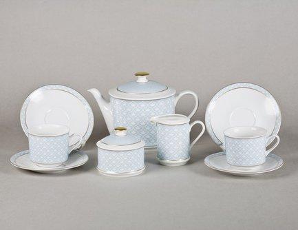 Сервиз чайный Сабина Голубой орнамент, 15 пр.Чайные сервизы<br>Этот изящный чайный сервиз поможет вам создать стильную и гармоничную сервировку стола для чаепития. Сервиз рассчитан на 6 персон. Из вместительного красивого чайника легко и удобно разливать вкусный чай по чашкам. Для сахара в наборе есть элегантная сахарница с крышкой, для молока – красивый молочник.<br><br>Серия: Сабина Голубой орнамент<br>Состав: Кружки (0.2 л) - 6 шт., Блюдца - 6 шт., Чайник (1.1 л) - 1 шт., Сахарница с крышкой (0.2 л)- 1 шт., Молочник (0.2 л) - 1 шт.