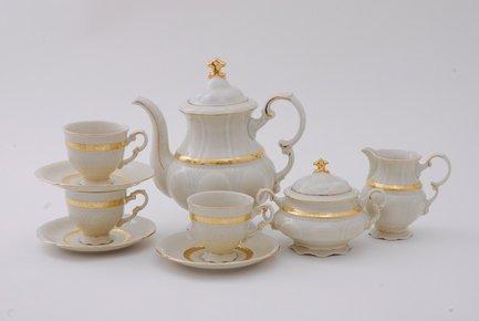 Сервиз кофейный Соната Изящное золото, 15 пр., слоновая костьКофейные сервизы<br>Элегантный кофейный сервиз поможет эффектно сервировать десертный стол на 6 персон для подачи любимого напитка. Ароматный кофе, налитый в эти изящные чашки, будет еще вкуснее. А для сахара и сливок в наборе есть красивая сахарница с крышкой и миниатюрный сливочник.<br><br>Серия: Соната Изящное золото<br>Состав: Кружки кофейные (0.15 л) - 6 шт., Блюдца - 6 шт., Кофейник - 1 шт., Сахарница с крышкой - 1 шт., Сливочник - 1 шт.