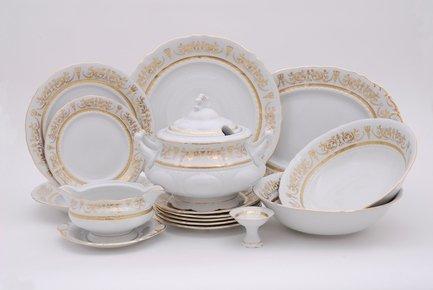 Сервиз столовый Соната Золотая элегантность, 25 пр.Столовые сервизы<br>Этот стильный и функциональный набор изящной фарфоровой посуды поможет создать эффектную сервировку и неповторимую атмосферу для обычного домашнего обеда и для торжественной трапезы. Набор рассчитан на 6 персон и состоит из удобных тарелок для первых, вторых и десертных блюд, вместительной супницы, большого круглого блюда для мяса и овального блюда для рыбы, миниатюрной солонки и соусника с подставкой. Для салата в наборе предусмотрены два вместительных салатника для подачи общих салатов.<br><br>Серия: Соната Золотая элегантность<br>Состав: Супница (2.5 л) - 1 шт., Тарелка мелкая, 25 см - 6 шт., Тарелка глубокая, 22.5 см - 6 шт., Тарелка десертная, 19 см - 6 шт., Салатник, 25 см - 1 шт., Салатник, 23 см - 1 шт., Блюдо овальное, 35 см...
