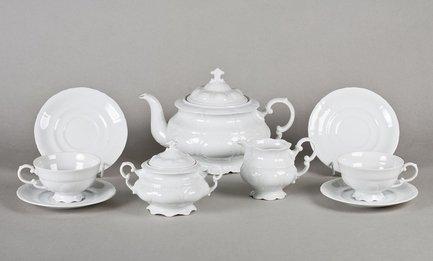 Сервиз чайный Соната Белоснежная классика, 15 пр.Чайные сервизы<br>Этот изящный чайный сервиз поможет вам создать стильную и гармоничную сервировку стола для чаепития. Сервиз рассчитан на 6 персон. Из вместительного красивого чайника легко и удобно разливать вкусный чай по чашкам. Для сахара в наборе есть элегантная сахарница с крышкой, для молока - красивый молочник.<br><br>Серия: Соната Белоснежная классика<br>Состав: Кружки (0.2 л) - 6 шт., Блюдца - 6 шт., Чайник (1.1 л) - 1 шт., Сахарница с крышкой (0.2 л)- 1 шт., Молочник (0.2 л) - 1 шт.