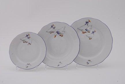 Набор тарелок Мэри-Энн Кантри, 18 пр.Тарелки и Блюдца<br>Эти изящные тарелки помогут сервировать стол к обеду с отменным вкусом и неповторимым стилем. Набор рассчитан на 6 персон и состоит из суповых, обеденных и десертных тарелок.<br><br>Серия: Мэри-Энн Кантри<br>Состав: Тарелка суповая - 6 шт., Тарелка обеденная - 6 шт., Тарелка десертная, 19 см - 6 шт.