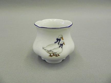 Чашка для яйца Мэри-Энн КантриПодставки для яиц<br>Изящная фарфоровая чашка, предназначенная для подачи к столу яиц, эффектно дополнит сервировку стола.<br><br>Серия: Мэри-Энн Кантри