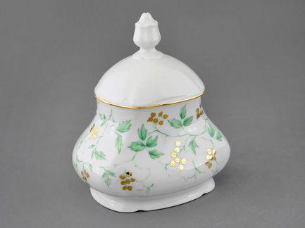 Шкатулка для чайных пакетов Мэри-Энн Зелень и золото (0.65 л)Чайные аксессуары<br>Эта красивая фарфоровая шкатулка предназначена для хранения и подачи к столу чайных пакетиков. Может использоваться для сбора уже заваренных пакетиков. Эта изящная шкатулка с крышкой прекрасно впишется в интерьер столовой или гостиной.<br><br>Серия: Мэри-Энн Зелень и золото