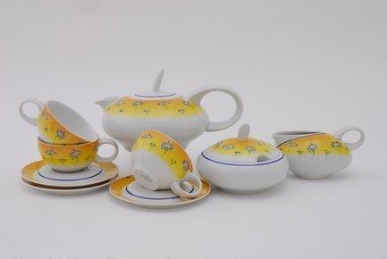 Сервиз чайный Тереза Дали, 15 пр.Чайные сервизы<br>Этот изящный чайный сервиз с оригинальной солнечно-желтой окантовкой и цветочными рисунками поможет вам создать стильную и гармоничную сервировку стола для чаепития. Сервиз рассчитан на 6 персон. Из этого необычного округлого чайника легко и удобно разливать вкусный чай по чашкам. Для сахара в наборе есть элегантная сахарница с крышкой, для молока – миниатюрный изящный молочник.<br><br>Серия: Тереза<br>Состав: Кружки (0.2 л)- 6 шт., Блюдца - 6 шт., Чайник (1.15 л) - 1 шт., Сахарница с крышкой (0.4 л)- 1 шт., Молочник (0.3 л) - 1 шт.