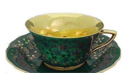 Чашка низкая Виндзор (0.15 л) с блюдцемЧашки и Кружки<br>Эта элегантная фарфоровая чашка темно-бирюзового цвета с позолотой внутри прекрасно подходит для кофе и чая, а миниатюрное блюдце эффектно дополняет элегантный комплект посуды и может использоваться для пирожных, печенья или других сладостей. Изящная чайная пара станет прекрасным подарком для друга или коллеги.<br><br>Серия: Виндзор