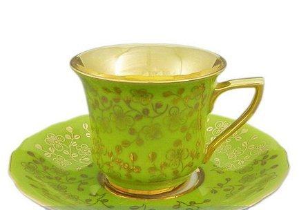 Чашка высокая Виндзор (0.1 л)Чашки и Кружки<br>Эта удобная фарфоровая чашка с изящным декором и позолотой прекрасно подходит для кофе, а миниатюрное блюдце эффектно дополняет элегантный комплект посуды и может использоваться для пирожных, печенья или других сладостей. Изящная кофейная пара станет прекрасным подарком для друга или коллеги.<br><br>Серия: Виндзор