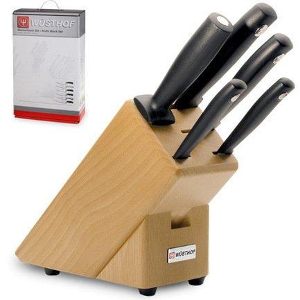 Набор ножей Silverpoint, 5 пр., на светлой деревянной подставкеКухонные ножи<br>Незаменимый помощник на кухне – набор ножей. Учитывающий индивидуальные потребности повара, профессионально составленный набор обладает неограниченным сроком службы. Отменное качество, удобные рукояти и солидный ассортимент в состоянии удовлетворить самых взыскательных покупателей.<br><br>Серия: Silverpoint<br>Состав: Нож овощной, 8 см, Нож универсальный, 12 см, Нож хлебный, 20 см, Нож для резки, 18 см, Мусат, 18 см