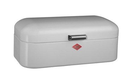 Хлебница Grandy, белая (118027)Хлебницы<br>Элегантная дизайнерская хлебница в виде компактного сундучка из высококачественной нержавеющей стали прекрасно впишется в интерьер кухни ретро. Крышка легко открывается вверх при помощи компактной ручки. Хлебница не накапливает запахи и легко моется. Любая выпечка и хлеб в ней не подсыхает, долго остается свежим и ароматным. Размеры (ДхШхВ): 43х23х17 см.<br><br>Серия: Grandy