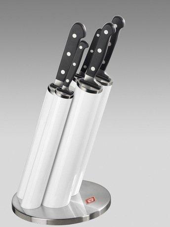 Набор ножей Pipe в подставке, белый, 5 пр. (322691-01)Наборы ножей<br>Этот практичный, красивый и надежный набор кухонных ножей придется по душе любому кулинару. Стильная подставка с прочными и удобными ножами займет достойное место на любой кухне. Подставка изготовлена из стали и прочного пластика белого цвета и предназначена для аккуратного хранения 5 ножей: для чистки овощей и фруктов, для мяса, для хлеба, универсального и поварского. Лезвия ножей выполнены из японской стали 420J3, а ручки - из нескользящего бытового пластика. Пять практичных пеналов расположены под углом, благодаря чему ножи проще доставать и ставить. В каждом пенале предусмотрен дополнительный бортик из пластика для защиты лезвий от повреждений.  Размеры подставки (ДхШхВ): 17.5х17.5х42 см.<br><br>Серия: Knife Block Pipe<br>Состав: Нож для очистки, 20.4 см, Нож универсальный, 24 см, Нож для хлеба, 33 см, Нож разделочный, 33 см, Нож поварской, 33.5 см