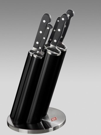 Набор ножей Pipe в подставке, черный, 5 пр. (322691-62)Наборы ножей<br>Этот практичный, красивый и надежный набор кухонных ножей придется по душе любому кулинару. Стильная подставка с прочными и удобными ножами займет достойное место на любой кухне. Подставка изготовлена из стали и прочного пластика черного цвета и предназначена для аккуратного хранения 5 ножей: для чистки овощей и фруктов, для мяса, для хлеба, универсального и поварского. Лезвия ножей выполнены из японской стали 420J3, а ручки - из нескользящего бытового пластика. Пять практичных пеналов расположены под углом, благодаря чему ножи проще доставать и ставить. В каждом пенале предусмотрен дополнительный бортик из пластика для защиты лезвий от повреждений.  Размеры подставки (ДхШхВ): 17.5х17.5х42 см.<br><br>Серия: Knife Block Pipe<br>Состав: Нож для очистки, 20.4 см, Нож универсальный, 24 см, Нож для хлеба, 33 см, Нож разделочный, 33 см, Нож поварской, 33.5 см