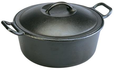 Жаровня с крышкой (7 л), 30 смЖаровни<br>В этой жаровне так легко готовить ароматные блюда из тушёного мяса или рыбы, бобовых и овощей, супы, плов, суфле и другие вкусности. Эта посуда идеально подходит для духовки. Плотно закрывающаяся крышка позволяет продуктам медленно томиться в кастрюле, насыщаясь пряными ароматами. В этой черной чугунной жаровне готовое блюдо – горячее и дымящееся – можно сразу подавать к столу, так оно будет выглядеть еще более аппетитно.<br><br>Серия: Lodge Неэмалированный чугун