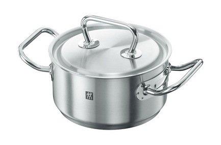 Кастрюля TWIN Twin CLASSIC, 16 см (1.5 л)Кастрюли<br>В этой компактной кастрюле при необходимости можно сварить небольшую порцию супа, но основное ее предназначение в другом. В ней очень удобно готовить каши и подливки, подогревать готовые блюда и отваривать овощи для приготовления салатов.<br><br>Серия: Twin CLASSIC
