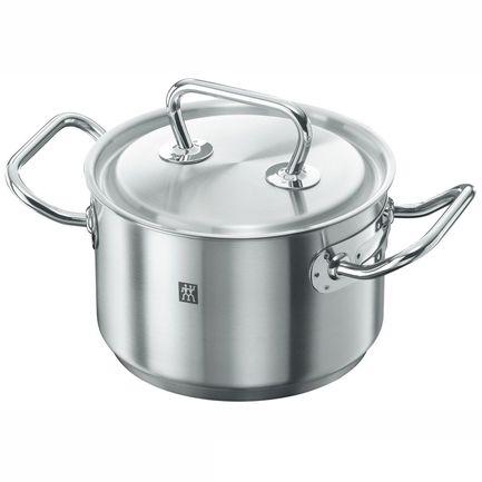 Кастрюля TWIN Twin CLASSIC, 16 см (2.0 л)Кастрюли<br>В этой компактной кастрюле при необходимости можно сварить небольшую порцию супа, но основное ее предназначение в другом. В ней очень удобно готовить каши и подливки, подогревать готовые блюда и отваривать овощи для приготовления салатов.<br><br>Серия: Twin CLASSIC