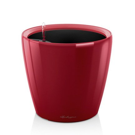 Кашпо Классико 35 LS, красное, с системой полива и съемным горшкомКашпо<br>Кашпо классической формы размером 35х33 см предназначено для посадки растений с высотой побегов до 90 см. Кашпо укомплектовано съемным горшком с объемом посадочной площади – 13.2 литра. Горшок с утапливаемыми ручками подобран под цвет горшка. Вместимость резервуара для воды съемного лотка – около 3.7 литра. Запатентованная система автополива обеспечивает растения питательными веществами и влагой, которые необходимы для их оптимального роста в течение 12 недель. Контролировать уровень воды удобно благодаря специальному индикатору. Съемный горшок легко вынимать и заменить на месте, а также удобно транспортировать и хранить.<br><br>Серия: Premium Classico
