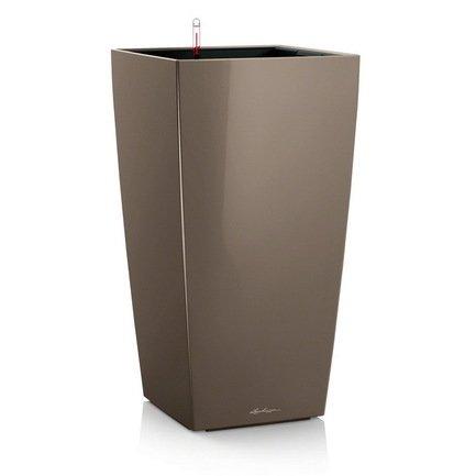 Кашпо Кубико 30, серо-коричневое, с системой поливаКашпо<br>Кашпо кубической формы размером 29х29х56 см предназначено для посадки растений с высотой побегов до 60 см. Кашпо укомплектовано съемным горшком с объемом посадочной площади – 14 литров. Вместимость резервуара для воды съемного лотка – около 4 литров. Запатентованная система автополива обеспечивает растения питательными веществами и влагой, которые необходимы для их оптимального роста в течение 12 недель. Контролировать уровень воды удобно благодаря специальному индикатору. Съемный горшок легко вынимать и заменить на месте, его удобно транспортировать и хранить.<br><br>Серия: Premium Cubico