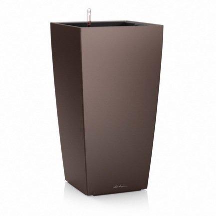 Кашпо Кубико 22, кофе, с системой поливаКашпо<br>Кашпо кубической формы размером 22х22х41 см предназначено для посадки растений с высотой побегов до 50 см. Кашпо укомплектовано съемным горшком с объемом посадочной площади – 6 литров. Вместимость резервуара для воды съемного лотка – около 2 литров. Запатентованная система автополива обеспечивает растения питательными веществами и влагой, которые необходимы для их оптимального роста в течение 12 недель. Контролировать уровень воды удобно благодаря специальному индикатору. Съемный горшок легко вынимать и заменить на месте, его удобно транспортировать и экономно хранить.<br><br>Серия: Premium Cubico