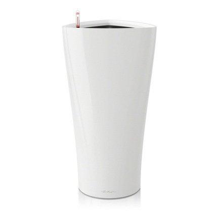 Кашпо Дельта 40, белое, с системой поливаКашпо<br>Оригинальное треугольное кашпо размером 39х75 см предназначено для посадки растений с высотой побегов до 100 см. Кашпо укомплектовано съемным горшком с объемом посадочной площади - 17 литров. Вместимость резервуара для воды съемного лотка - около 5 литров. Запатентованная система автополива обеспечивает растения питательными веществами и влагой, которые необходимы для их оптимального роста в течение 12 недель. Контролировать уровень воды удобно благодаря специальному индикатору. Съемный горшок легко вынимать и заменить на месте, его можно транспортировать и аккуратно хранить.<br><br>Серия: Premium Delta