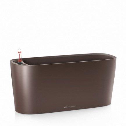 Кашпо Дельта 20, кофе, с системой поливаКашпо<br>Кашпо размером 40х15х18 см предназначено для посадки невысоких растений с высотой побегов до 20 см. Кашпо укомплектовано съемным горшком с объемом посадочной площади – 5 литров. Вместимость резервуара для воды съемного лотка – около 2 литров. Запатентованная система автополива обеспечивает растения питательными веществами и влагой, которые необходимы для их оптимального роста в течение 12 недель. Контролировать уровень воды удобно благодаря специальному индикатору. Съемный горшок легко вынимать и заменить на месте, его просто транспортировать и удобно хранить.<br><br>Серия: Premium Delta Windowsill