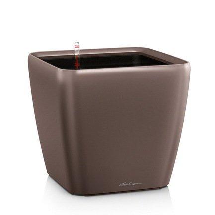 Кашпо Квадро 43 LS, кофе, с системой полива и съемным горшкомКашпо<br>Кашпо размером 42х42х40 см предназначено для посадки растений с высотой побегов до 100 см. Кашпо укомплектовано съемным горшком с объемом посадочной площади – 32 литра. Вместимость резервуара для воды съемного лотка – около 10 литров. Запатентованная система автополива обеспечивает растения питательными веществами и влагой, которые необходимы для их оптимального роста в течение 12 недель. Контролировать уровень воды удобно благодаря специальному индикатору. Съемный горшок легко вынимать и заменить на месте, его удобно транспортировать и компактно хранить.<br><br>Серия: Premium Quadro LS